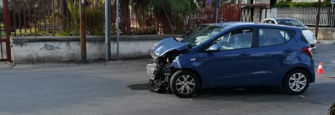 Violento scontro tra 2 auto: feriti 5 operai e una donna
