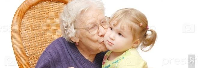 Bonus per i nonni che aiutano i nipoti a scuola. Le bollette tornano mensili. Ape sociale, domande per 46.000