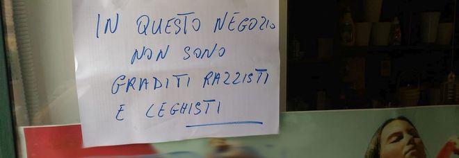 """La ribellione del fioraio: """"In questo negozio razzisti e leghisti non sono graditi"""""""