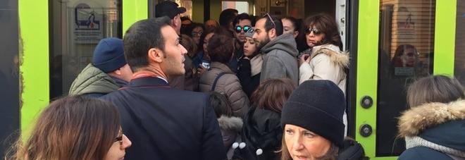 Avaria su treno Fs, ritardi e disagi in Puglia Passeggeri stipati come sardine