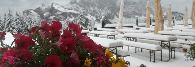 Brusco stop all'estate, neve e clima invernale sulle Dolomiti