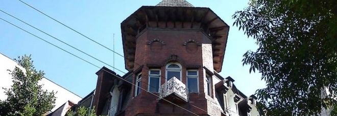 """Cercasi babysitter per 4500 euro al mese, ma nessuno vuole il posto: """"La casa è infestata"""""""