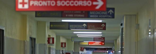 Quattro medici a processo per la morte di una donna: scambiarono una sepsi addominale per un'infezione urinaria