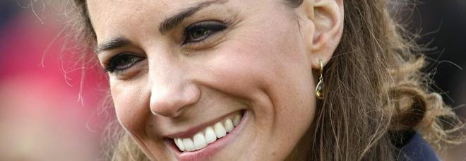 Kate Middleton, bimba le chiede: «Perché ci sono tanti fotografi?». La risposta è speciale