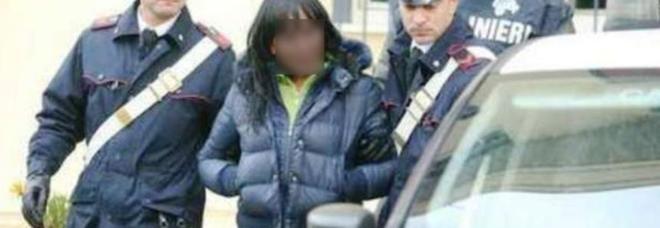 Si fanno aprire la porta e lo derubano: 92enne rapinato da due ragazze