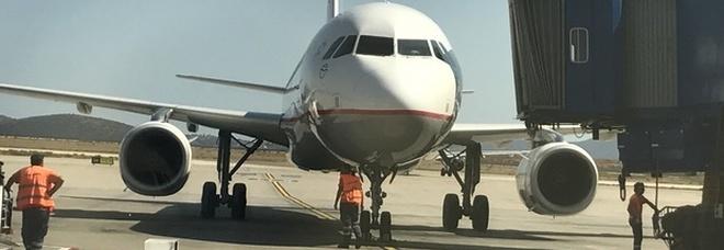 Piano di volo sbagliato, aereo atterra in Scozia invece che in Germania: rabbia dei passeggeri