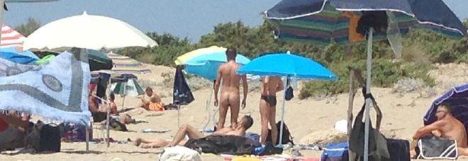 Nudisti in spiaggia, blitz per sgomberare