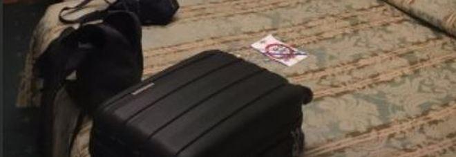 Hotel, attenti a dove mettete le valigie: ecco dove poggiarle per non portare a casa parassiti