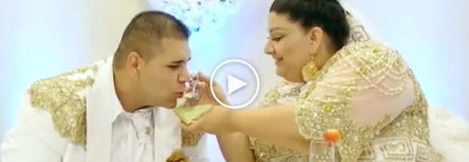 Matrimonio Gipsy Soldi : Soldi lanciati agli invitati e un abito da mila euro