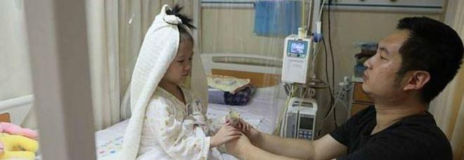 Sposa il papà in ospedale: esaudito il desiderio della bimba di 4 anni malata di leucemia