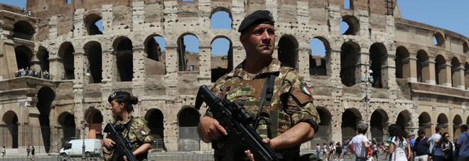 Terrorismo, nuova minaccia dell'Isis «Prossimo obiettivo sarà l'Italia» Il Viminale espelle tre stranieri