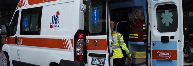 Ciclista trovato a terra ferito: non ricorda nulla