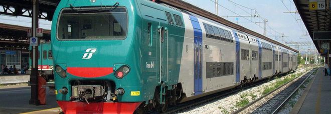 «In 20 giorni 14 treni soppressi e 352 in ritardo»: la Regione scrive a Trenitalia e Rfi e minaccia sanzioni