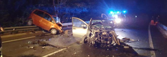 Tragico scontro fra due auto, muore un 56enne. Ferito l'altro autista