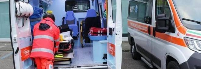 Medico muore nello schianto del suo scooter contro un'auto