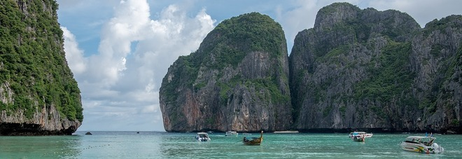 """Thailandia, troppi turisti: chiude la spiaggia di Leonardo Di Caprio e """"The Beach"""""""