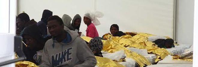Migranti, in 137 sbarcati nel Salento: arrestati cinque scafisti