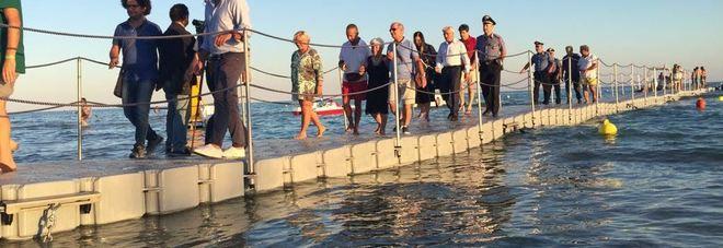 """Il Salento come il lago d'Iseo: un pontile di 70 metri alle """"Maldive"""""""