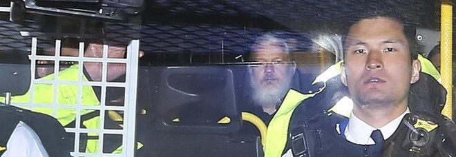 Assange, piani di fuga e coperture sospette: sull'hacker lo scontro Russia-Usa