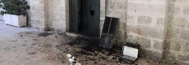 Attentato incendiario all'alba: nel mirino un pub
