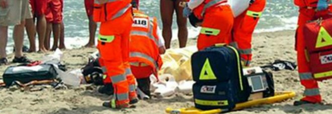 Tragedia in mare, ragazzo muore tra le onde