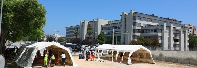 Accampamento Giustizia, sotto la tenda-aula anche il sindaco Decaro