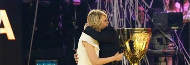 Dedica speciale di Irama a Maria De Filippi: «Grazie di tutto, ti voglio bene»