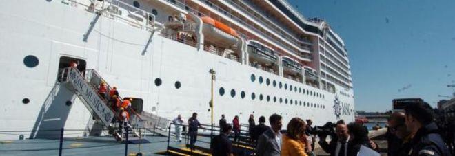La nave Msc Musica entra nel porto di Brindisi