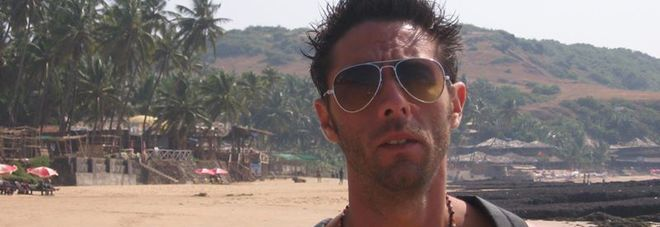 Dj Fabo morto in clinica in Svizzera «Ha morso un tasto e ha scherzato prima di lasciarci per sempre»