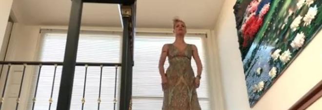 Michelle Hunziker e il video con la servitù su Instagram, il commento al vetriolo dei fan: «Manca solo 'Ciao povery'»