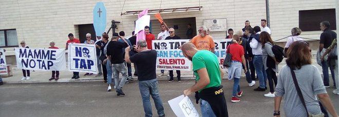 Gasdotto: i No Tap protestano contro l'ordinanza della Capitaneria