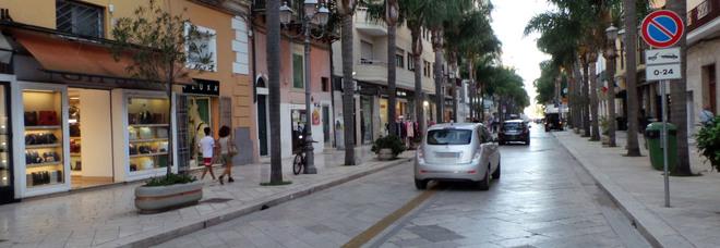 Auto in corso Garibaldi a Brindisi