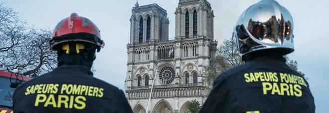 Giovane stuprata nella caserma dei pompieri di Parigi, eroi dell'incendio di Notre Dame: in sei sotto inchiesta