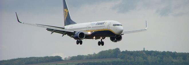 Atterraggio da incubo per un aereo Ryanair: gli attimi di panico in un video Guarda