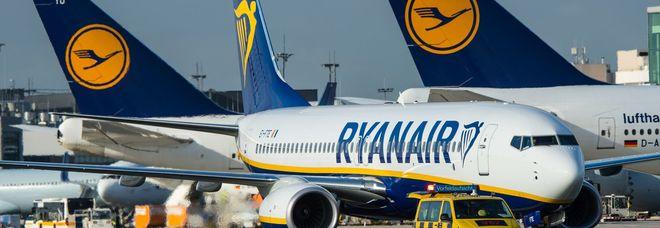 Ryanair, nuove regole sul check-in dal 13 giugno. Esplode la rabbia sui social