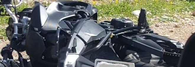 Schianto tra furgoncino e moto: tre feriti, uno è grave