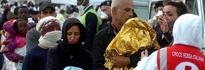 I migranti e gli impresari della paura: la scelta miope di chiudere le porte