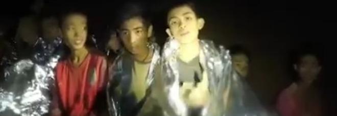 Thailandia, ecco i volti dei 12 ragazzi chiusi nella grotta da dieci giorni Il nuovo video