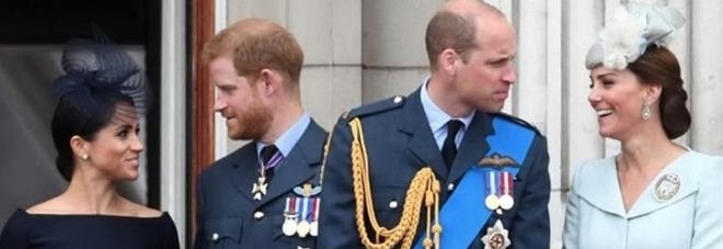 Meghan Markle e Harry lasciano Buckingham Palace, i due fratelli separano lo staff: «È per il bene della monarchia»