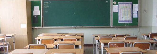 Maestra indagata per molestie: avrebbe baciato un alunno di 10 anni