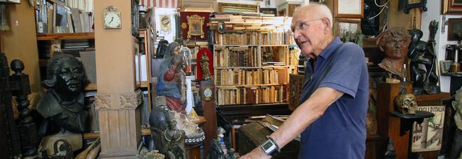 Alfredo Calabrese nella sua casa-museo