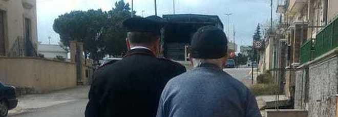 Anziano telefona ai carabinieri: «Pronto, un'auto ostruisce il passaggio». Ma aveva solo bisogno di compagnia