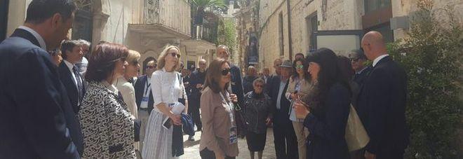 G7 Bari, le mogli dei capi delegazione in tour a Bari vecchia