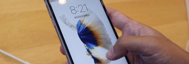 Apple, bufera sul rallentamento degli iPhone: pronte tre class action
