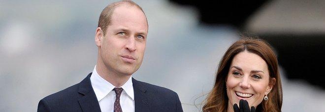 """Kate Middleton ricicla il cappotto tartan del 2012 (e lancia una """"frecciata"""" a Meghan Markle)"""