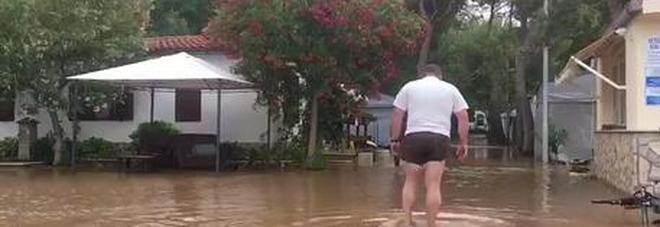 Pioggia e grandine, evacuati campeggi sul Gargano Previsioni: da oggi sole