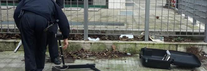 Valigia sospetta all'Adecco di Lecce, traffico bloccato. Ma era un falso allarme