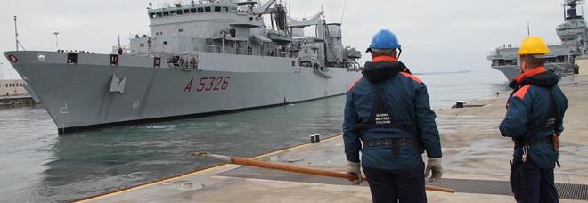Si rompe un cavo di ormeggio sulla fregata Bergamini, sottufficiale perde una gamba