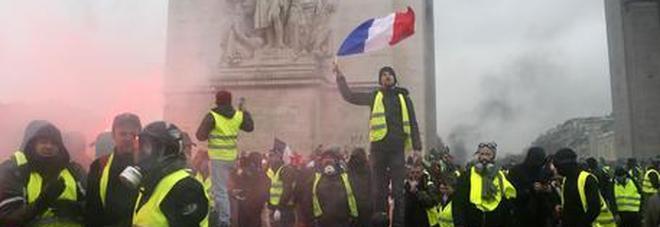 Gilet gialli di nuovo in piazza, guerriglia a Bordeaux