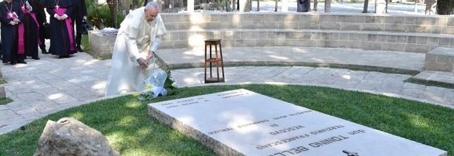 Il Papa: «Salento arca di pace, don Tonino profeta di speranza»